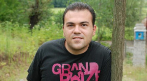 Saeed-Abedini-outside-black-shirt