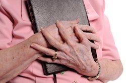 bibbia mani anziane