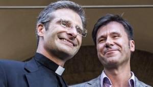 Vaticano-Krzysztof-Charamsa-ed-Eduard-Planas-amore-gay-scuote-la-Chiesa-Cattolica