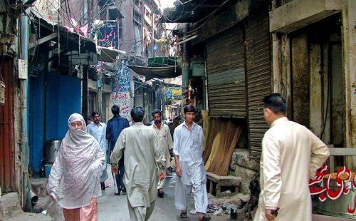 xa_street_inside_slum_of_lahore_pakistan-jpgqitokleiejttt-pagespeed-ic-zi5dhf5hmm